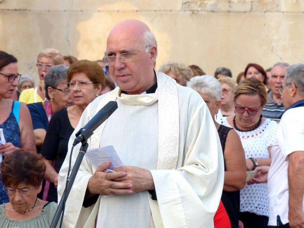 Mons.-Cosimo-Leone-lascia-la-guida-della-Parrocchia-Cattedrale.-